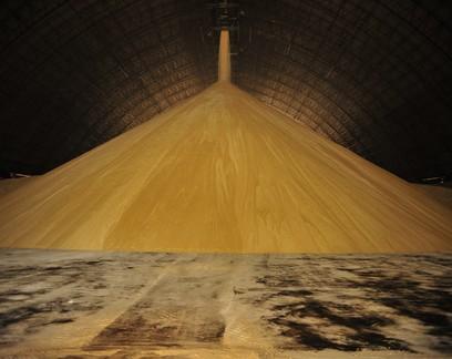 Menor oferta no mercado spot eleva preços do açúcar