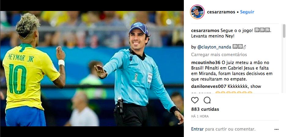Uma montagem compartilhada pelo piloto brasileiro Cesar Ramos com ele no lugar do juiz mexicano Cesar Ramos durante a partida do Brasil na Copa (Foto: Instagram)