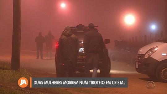 PF diz ter certeza de que veículos que furaram barreira em Cristal tentavam resgatar assaltantes; duas mulheres morreram