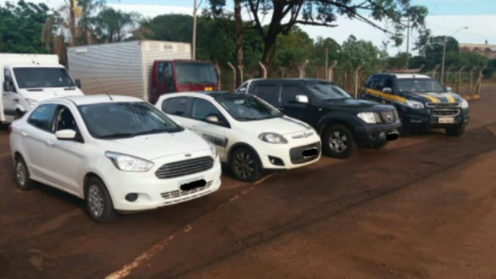 -  Veículos furtados em Goias seriam levados até o Paraguai  Foto: PRF/Divulgação