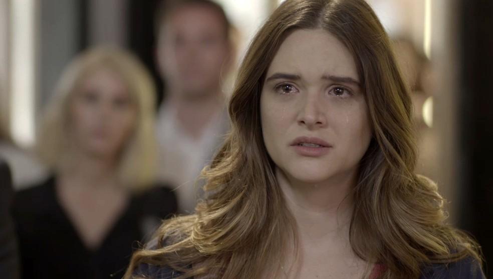Luna (Juliana Paiva) encontra a mãe em 'Salve-se Quem Puder' — Foto: Globo