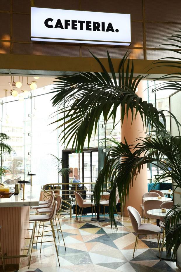 Cafeteria, o badalado restaurante em Tel Aviv que brinca com tons as cores como ninguém (Foto: Yaniv Edry/Divulgação)