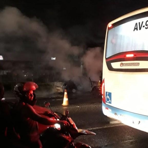 Carro pega fogo na rod. BR-316, em Ananindeua; veja vídeo - Noticias