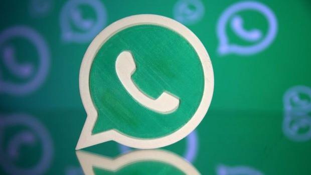 Para especialista, pessoas tendem a confiar mais em informação de WhatsApp repassada em grupos privados porque vem de pessoas confiáveis (Foto: Reuters via BBC News Brasil)