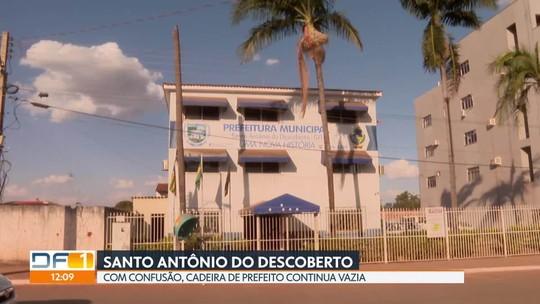 Confusão em Santo Antônio do Descoberto continua: prefeito deposto entra na Justiça