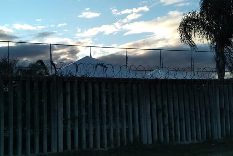 Tendas foram montadas no CT Luiz Carvalho durante o fim de semana — Foto: Leonardo Muller/RBS TV
