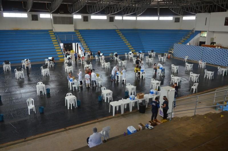 Marília aplica segunda dose de vacina contra a Covid durante ação isolada em um dia
