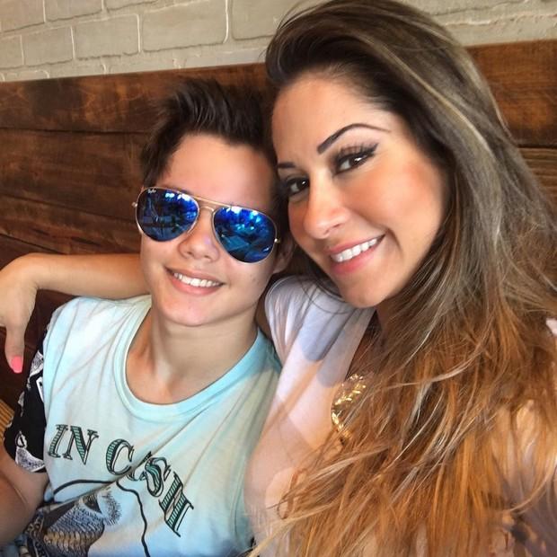 Mayra Cardi e o filho, Lucas, atualmente (Foto: Reprodução/Instagram)