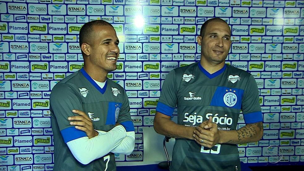Ronny (à esquerda) passou pelo Confiança no início da temporada (Foto: Reprodução/TV Sergipe)