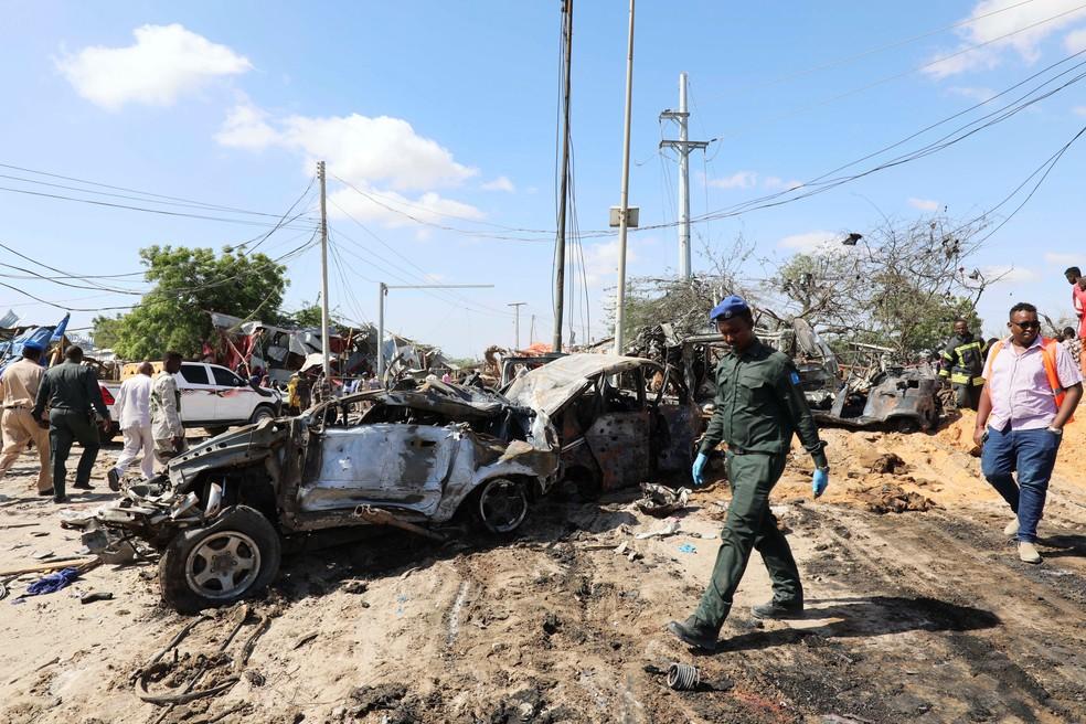 Explosão de carro-bomba em Mogadíscio, na Somália, na manhã deste sábado (28) — Foto: REUTERS/Feisal Omar