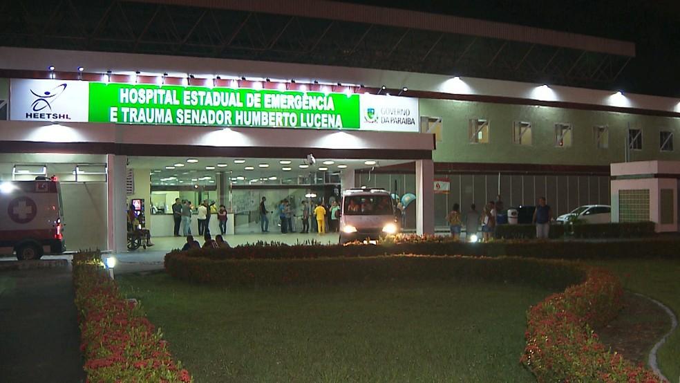 Policiais foram levados para o Hospital de Emergência e Trauma de João Pessoa — Foto: Reprodução/TV Cabo Branco