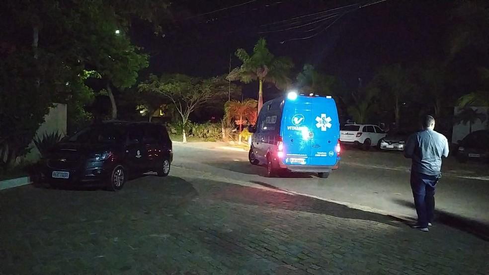 Mulher foi atendida dentro de ambulância em hotel de Salvador nesta segunda-feira (28) — Foto: Maiana Belo/G1 BA