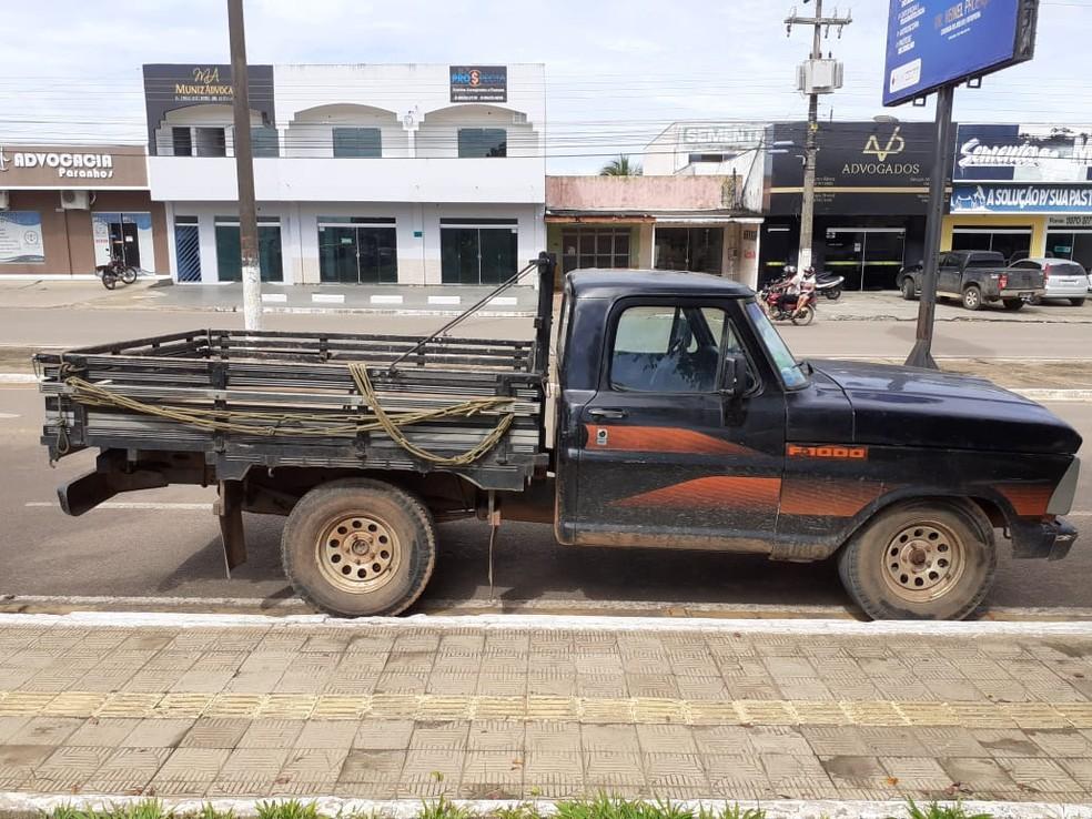 Caminhonete recuperada pela polícia após ser roubada pela quadrilha — Foto: Polícia Civil/Reprodução