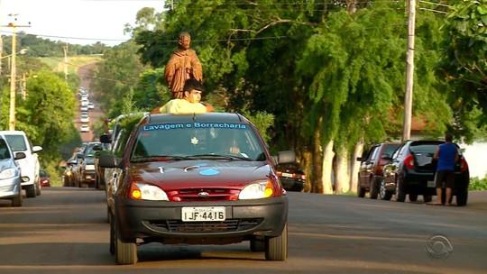 Moradores de São Nicolau fazem festa para receber estátua do santo quase 60 anos após imagem ter sumido