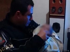 Ocorrência trouxe 'instinto de paternidade à tona', diz policial (Foto: Divulgação/ PM Avaré)