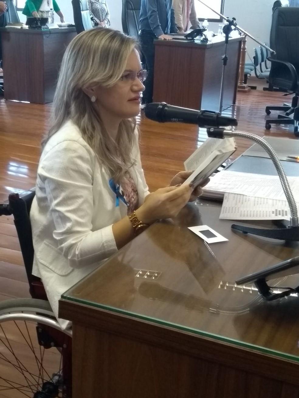 Eleita pela primeira vez em 2016, Fernanda defende a acessibilidade para pessoas com mobilidade reduzida em seus projetos de lei (Foto: Divulgação)