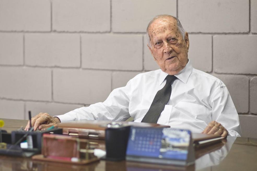 Raymundo da Fonte, de 99 anos, morreu em decorrência de complicações da Covid-19, no Recife — Foto: Acervo de família
