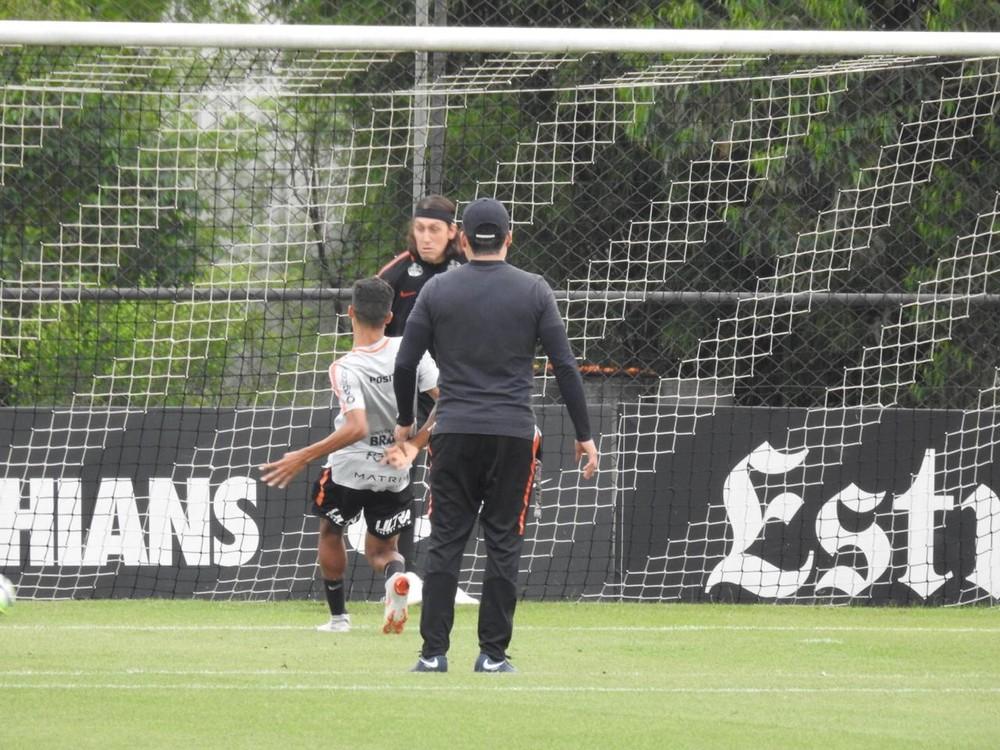 Vitória x Corinthians: trabalhos retomados com coletivo para reservas e visita do pai a Pedrinho