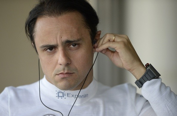 Williams' Brazilian driver Felipe Massa puts on earphones in the pits during the first practice session at the Yas Marina circuit in Abu Dhabi on November 21, 2014 ahead of the Abu Dhabi Formula One Grand Prix. AFP PHOTO / TOM GANDOLFINI        (Photo cre (Foto: AFP/Getty Images)