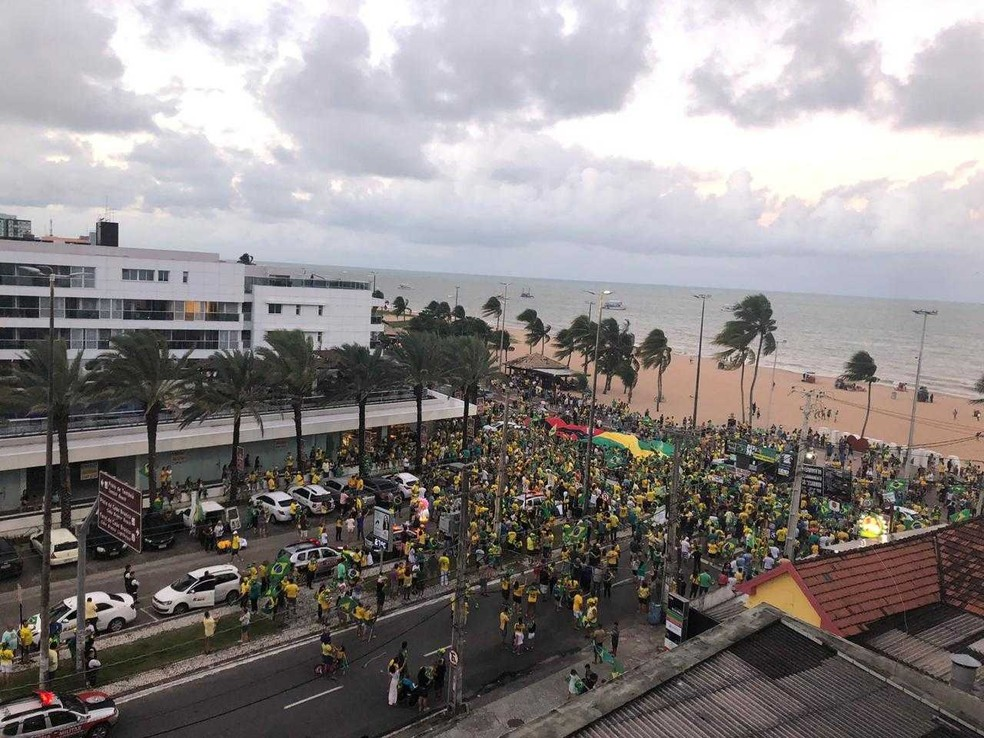 JOÃO PESSOA, 17h17: Manifestantes fazem ato público em favor do governo Bolsonaro no Busto de Tamandaré — Foto: Felicia Arbex/TV Cabo Branco
