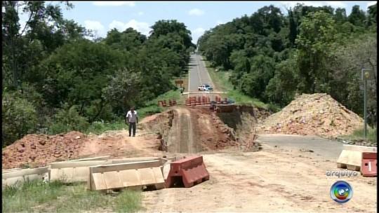 Rodovia que liga Itaporanga a Coronel Macedo é interditada para obras
