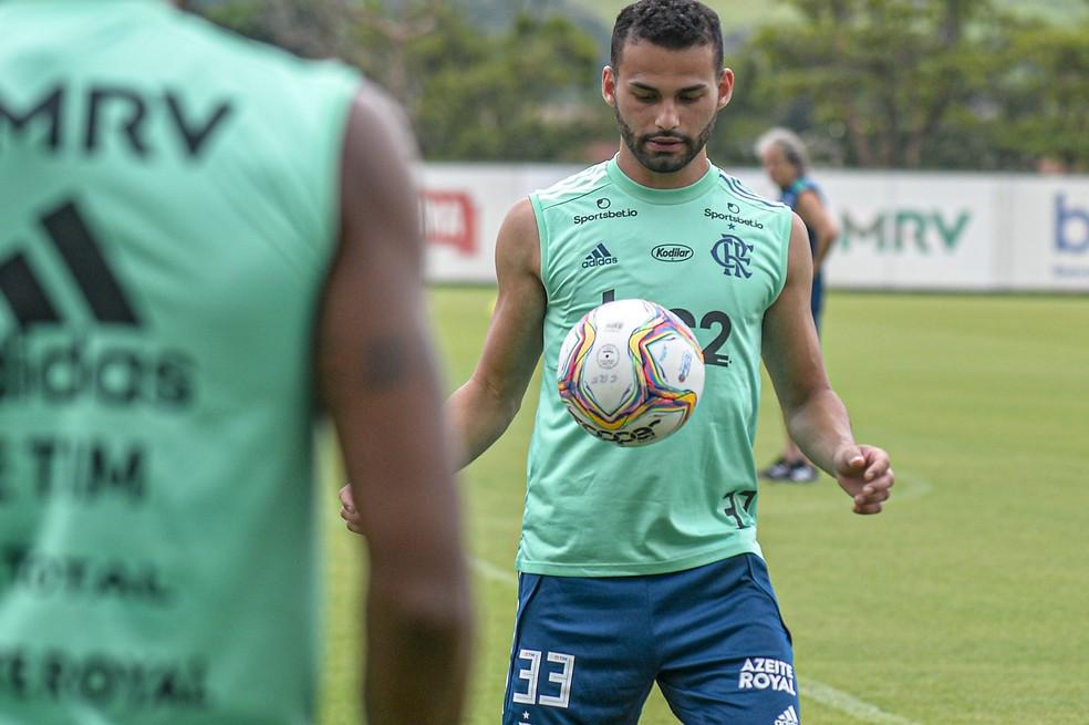 Thiago Maia em treino no Ninho do Urubu — Foto: Marcelo Cortes/Flamengo