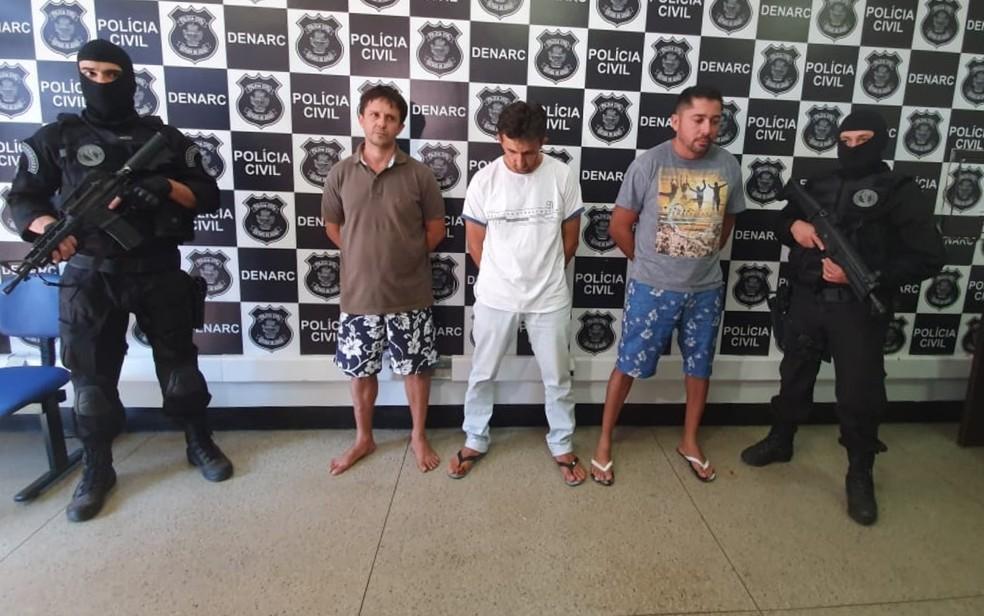 Presos em Senador Canedo suspeitos de fazer parte de organização criminosa que vendia armas pesadas e drogas — Foto: Terciane Fernandes/TV Anhanguera