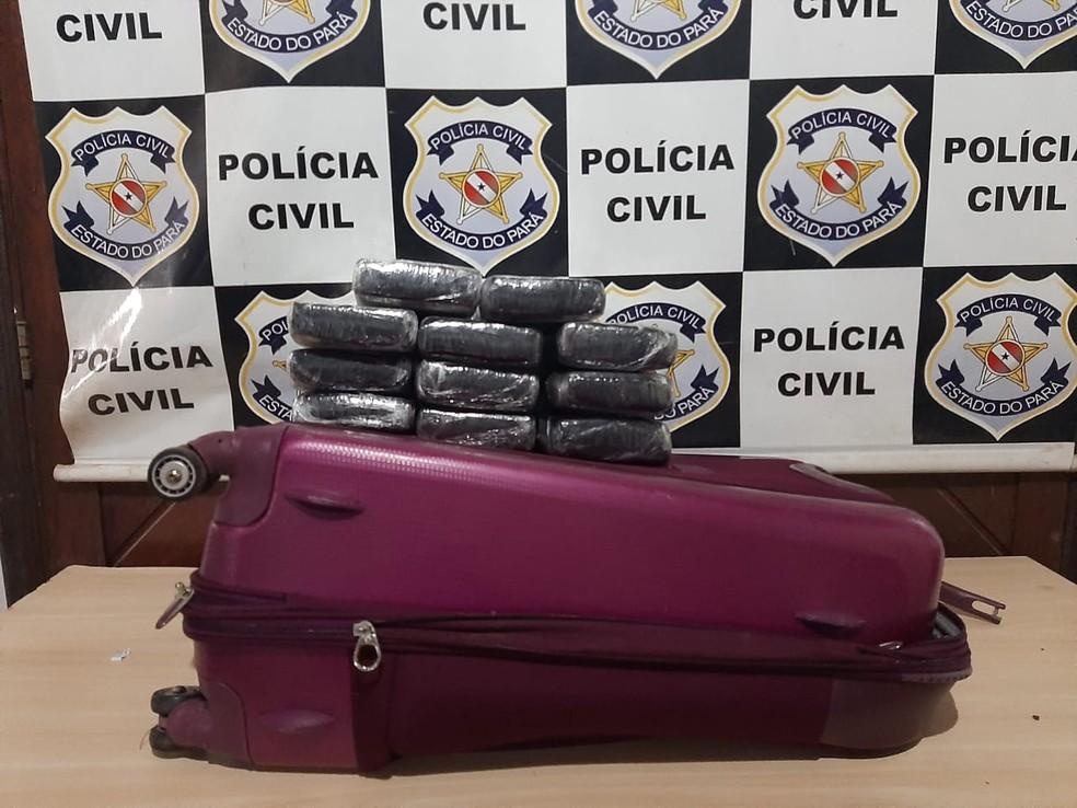 Droga foi encontrada por um cão farejador — Foto: Eder Rabelo/TV Tapajós