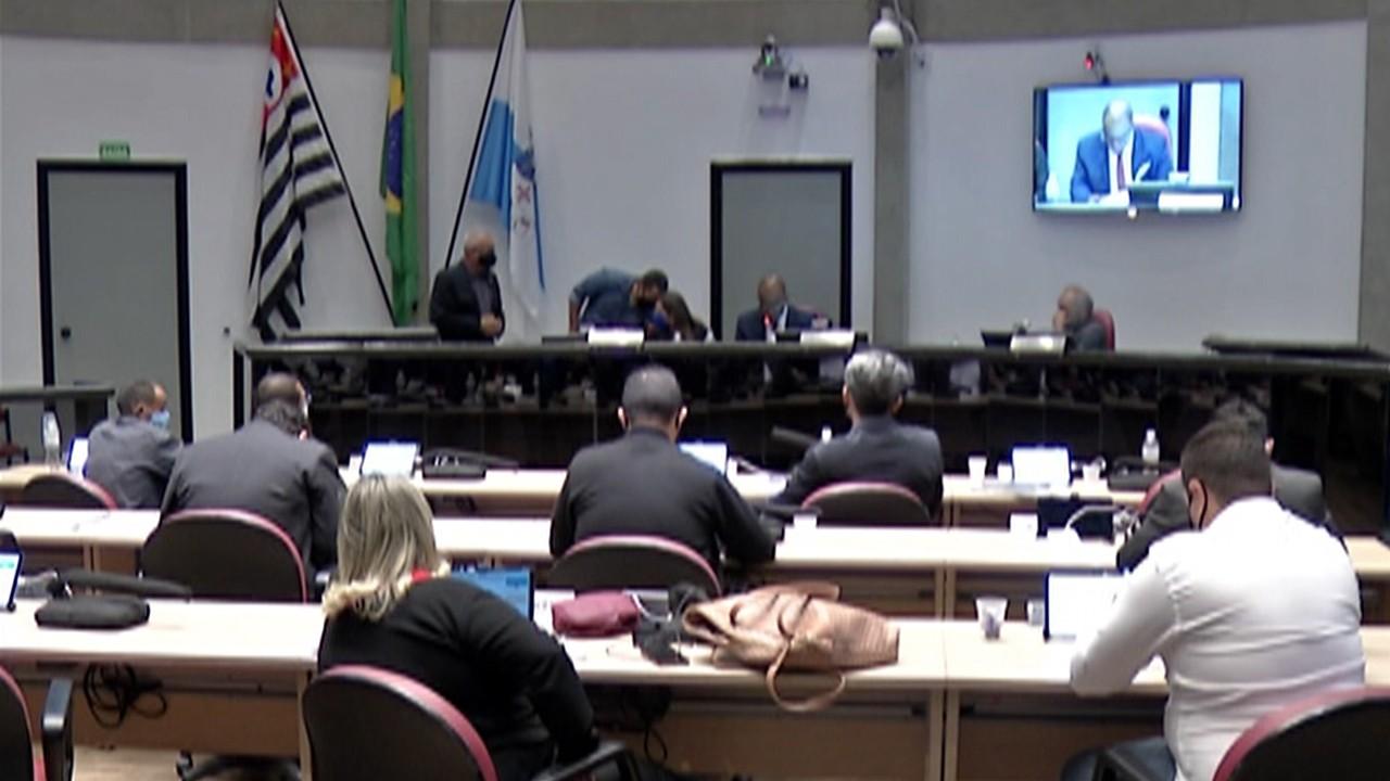 Votação da Câmara de Arujá absolve prefeito e vice