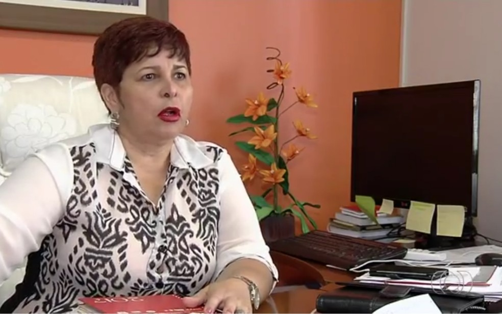 Bia de Lima, atual presidente do Sintego, nega acusações de desvio de verbas do sindicato (Foto: Reprodução/TV Anhanguera)