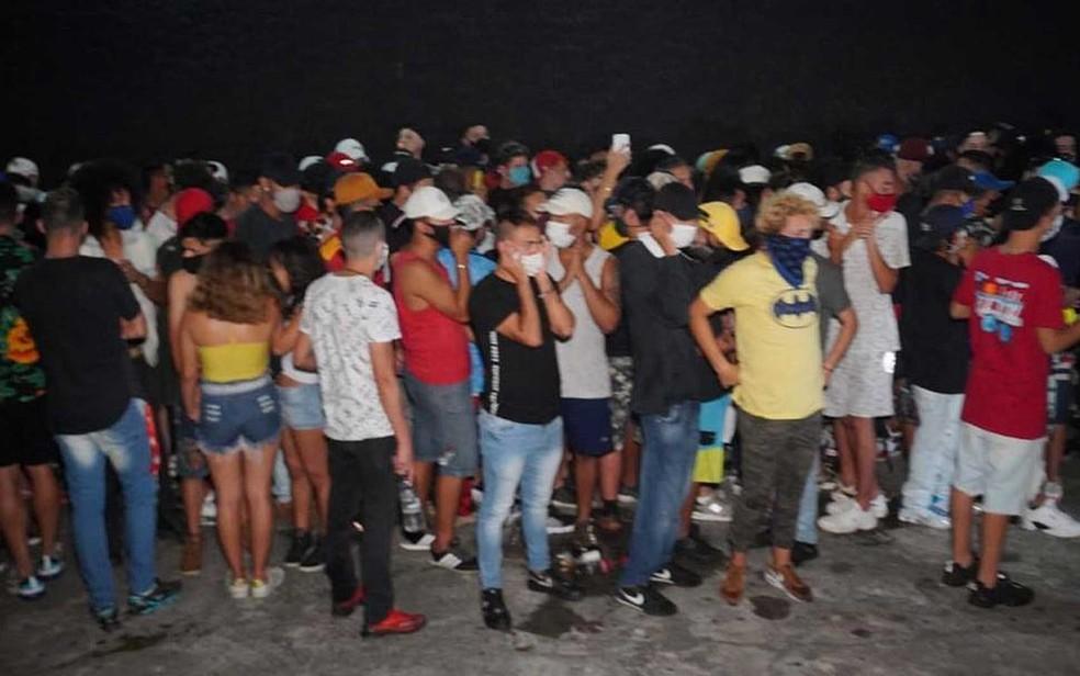 Na balada estavam muitos jovens, a maioria sem máscaras de proteção — Foto: Polícia Civil / Divulgação