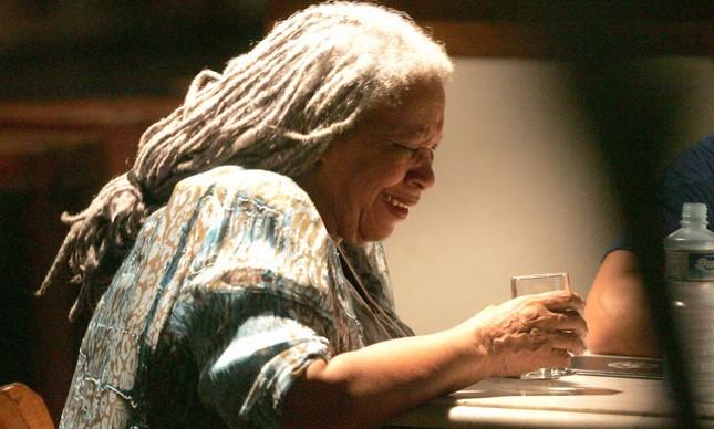 A escritora Toni Morrison em Paraty, durante uma conferência na Flip, em 2006