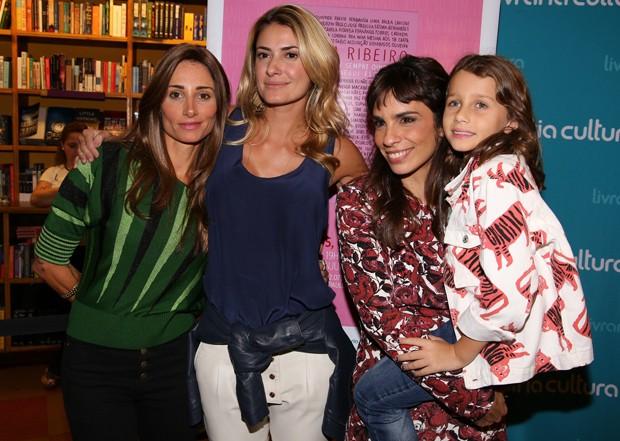 Maria Ribeiro entre Priscila Borgonovi, Karina Tavares e Ella Felipa (Foto: Deividi Correa / AgNews)