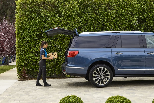 Ford is teaming up with Amazon to bring its Key by Amazon In-Car delivery service to eligible Ford and Lincoln vehicles. Through In-Car delivery, eligible Ford and Lincoln owners now can have their Amazon Prime packages delivered to their vehicles.  (Foto:  )