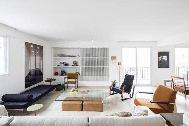 Luz, integração e pontos de cor em 230 m²