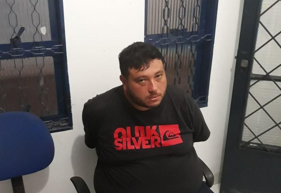 Segundo suspeito do crime foi preso em caminhão (Foto: Polícia Militar de MT/ Divulgação)