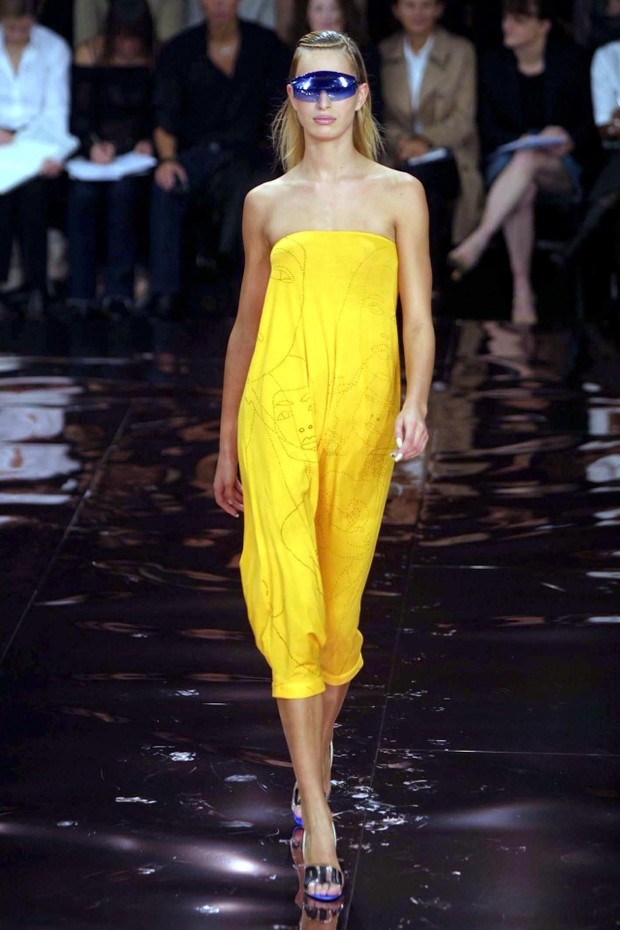 Mandatory Credit: Photo by Steve Wood/REX/Shutterstock (343795f)STELLA MCCARTNEY SHOWSTELLA MCCARTNEY SHOW, PARIS FASHION WEEK, SPRING / SUMMER 2002, FRANCE - OCT 2001 (Foto: Steve Wood/REX/Shutterstock)