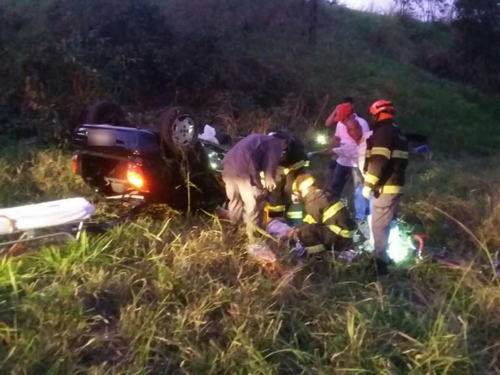 Acidente foi na rodovia Comandante João Ribeiro de Barros, em Tupã (Foto: Corpo de Bombeiros/Divulgação)