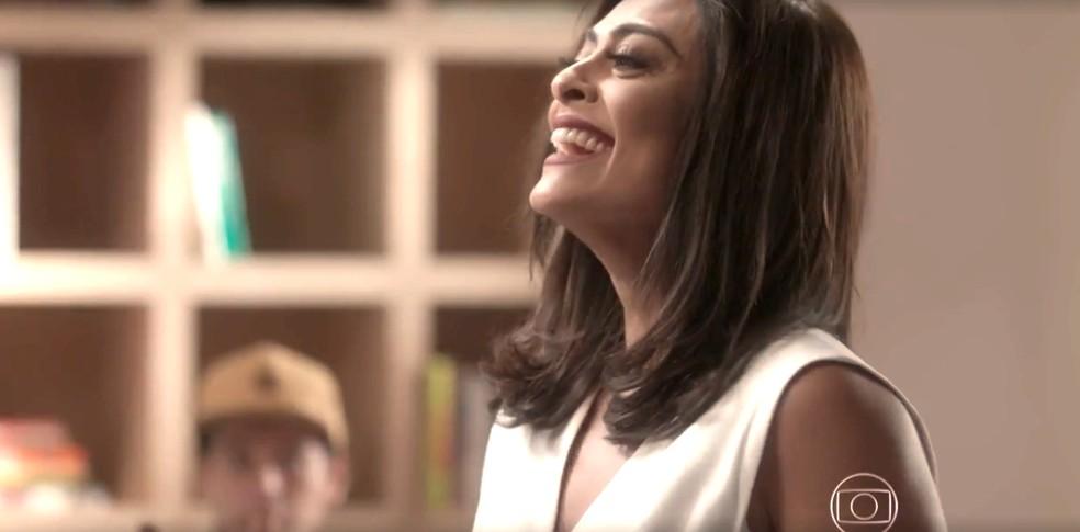 Carolina comemora a provocação que fez em Eliza — Foto: TV Globo