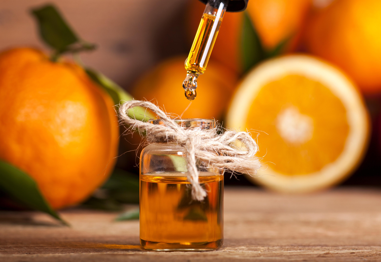 Para a cozinha, invista em óleos essenciais para preparar uma mistura de limpeza (Foto: Thinkstock)