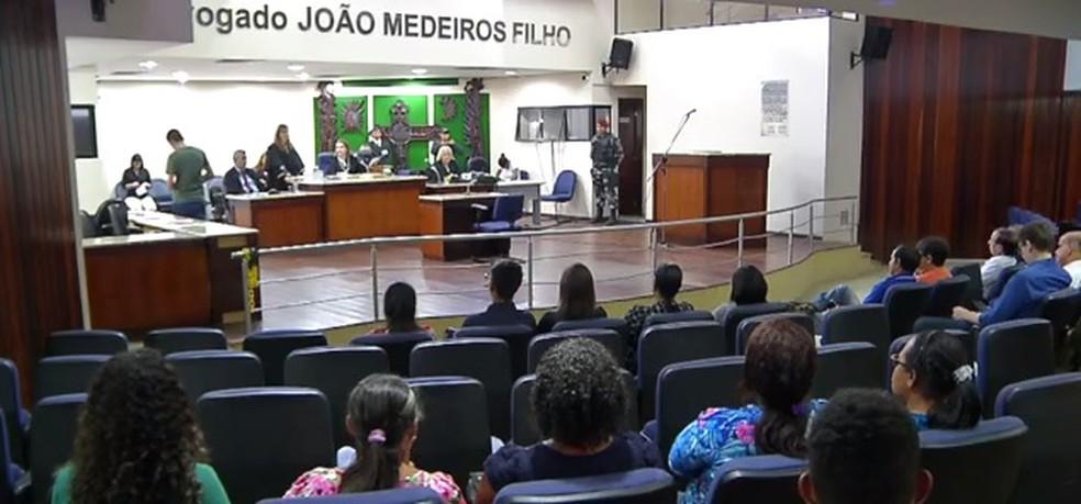 Júri popular aconteceu nesta quarta-feira (10), no Fórum Miguel Seabra Fagundes, em Natal. Joyce Girlaine Cosme, de 22 anos, foi condenada a 13 anos de prisão — Foto: Reprodução/Inter TV Cabugi