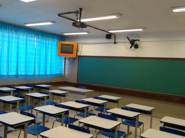 Aulas no colégio Estadual Moradias Monteiro Lobato, em Curitiba foram canceladas por falta de professores (Foto: Getúlio Della Torres Júnior/Arquivo Pessoal)