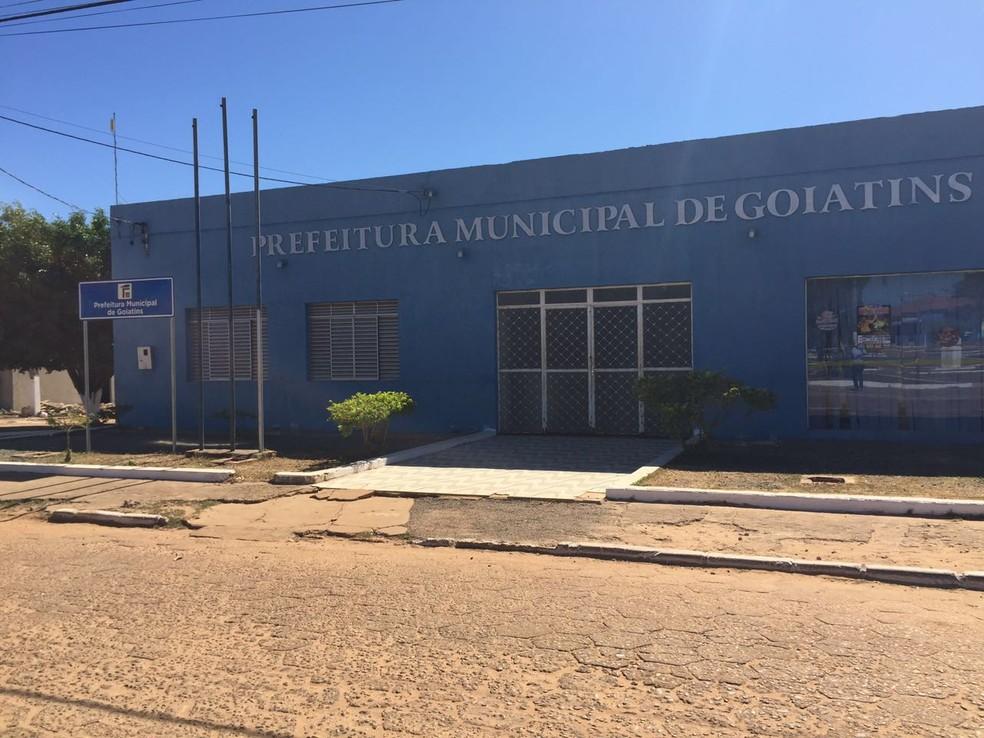 Prefeitura de Goiatins, no extremo norte do estado (Foto: Livia Campos/TV Anhanguera)