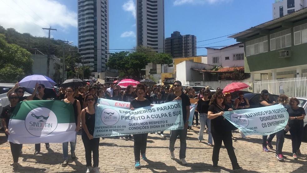 Enfermeiros protestam contra decisão judicial que restringiu atuação da categoria no SUS (Foto: Eise Calafange)