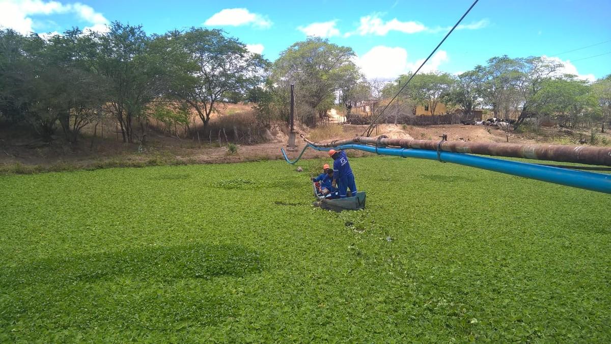 Após dois anos, distrito em Sanharó volta a receber água nas torneiras