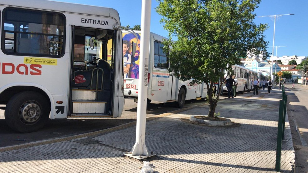 Paralisação dos ônibus na Ribeira — Foto: Ayrton Freire/Inter TV Cabugi