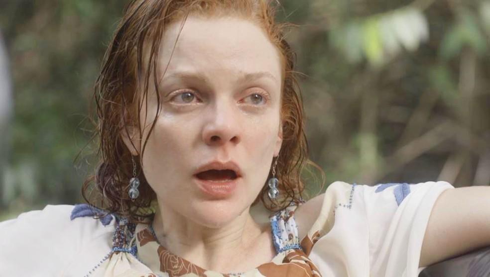 Olga (Maria Eduarda de Carvalho) se desespera ao saber que Zeca (Eduardo Sterblitch) fará seu parto — Foto: Globo