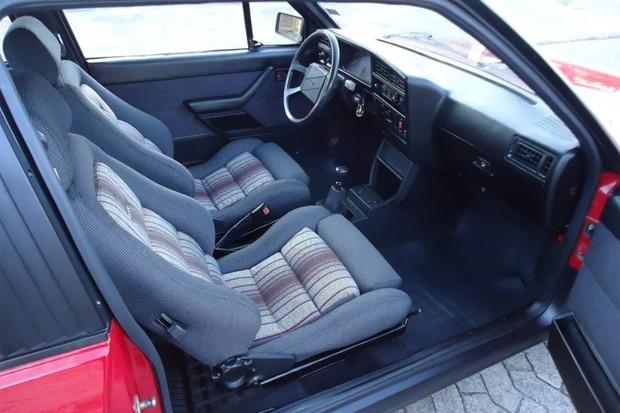 Interior parece novinho e falta apenas o ar-condicionado (Foto: Reprodução)