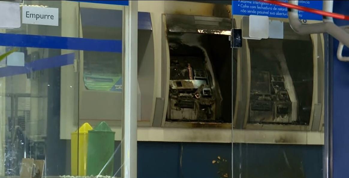 PF cumpre mandado contra suspeito de envolvimento em incêndio em caixa eletrônico e investiga golpe, em Londrina