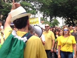 Manifestação Divinópolis (Foto: Ricardo Welbert/G1)